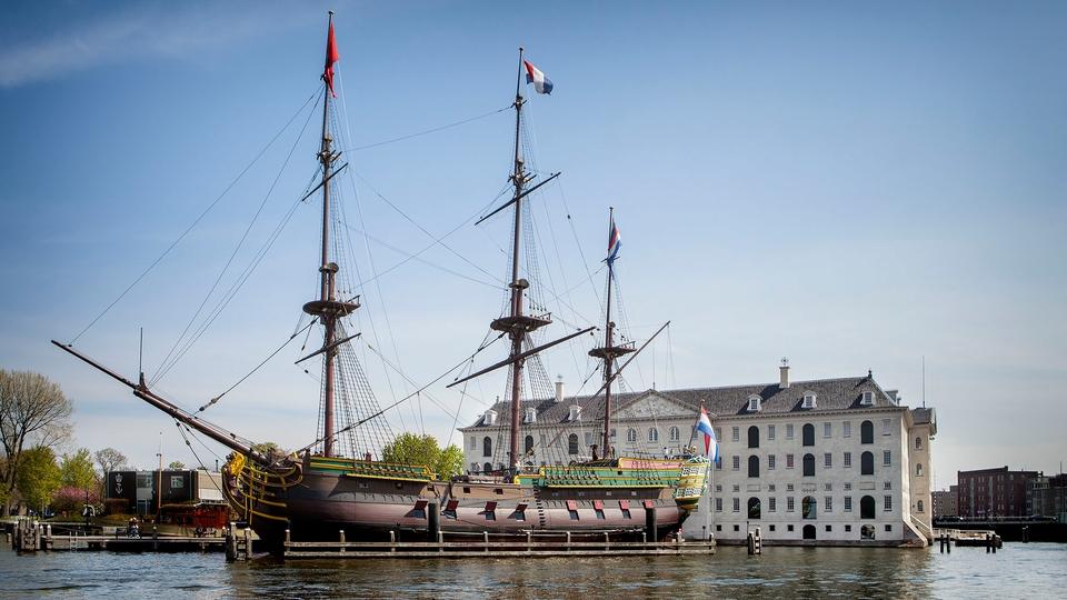 """Restauratie VOC-schip Amsterdam begonnen: """"Alles moet met beleid gebeuren"""""""